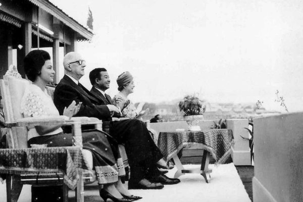 water-festival-1966-sihanouk-and-de-gaulle-urban-flavours