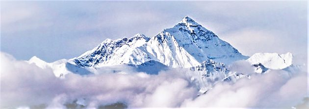 peak-of-mount-everest-above-clouds-in-tibet-urban-flavours