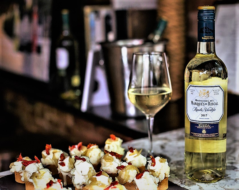 rueda-verdejo-vino-blanca-spain-spanish-white-wine-vindochine-darren-gall
